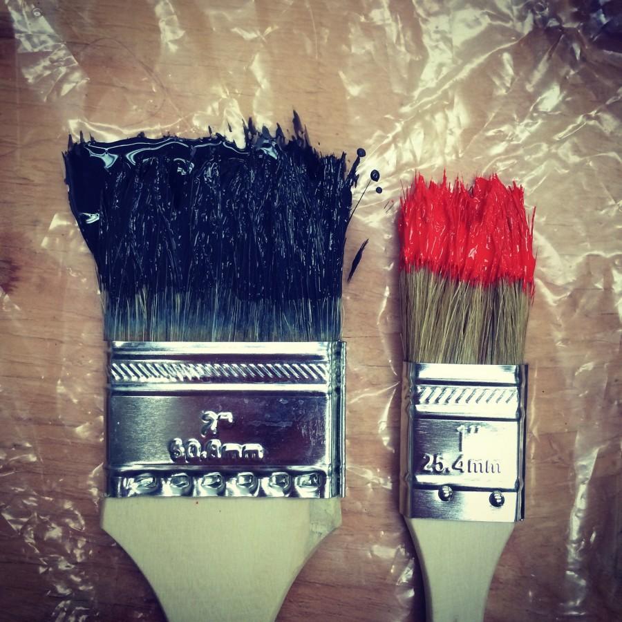 arquitectura, pincel, pinceles, dos, color, pintura, rojo, negro, color, remodelar, renovar, decoracion, decorar, pintar, nadie,