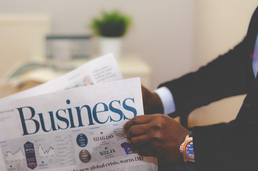 negocios, prensa, lectura, mercado de valores, reloj, moda, traje, manos, periodico, diario, negocios,  hombre, una persona,