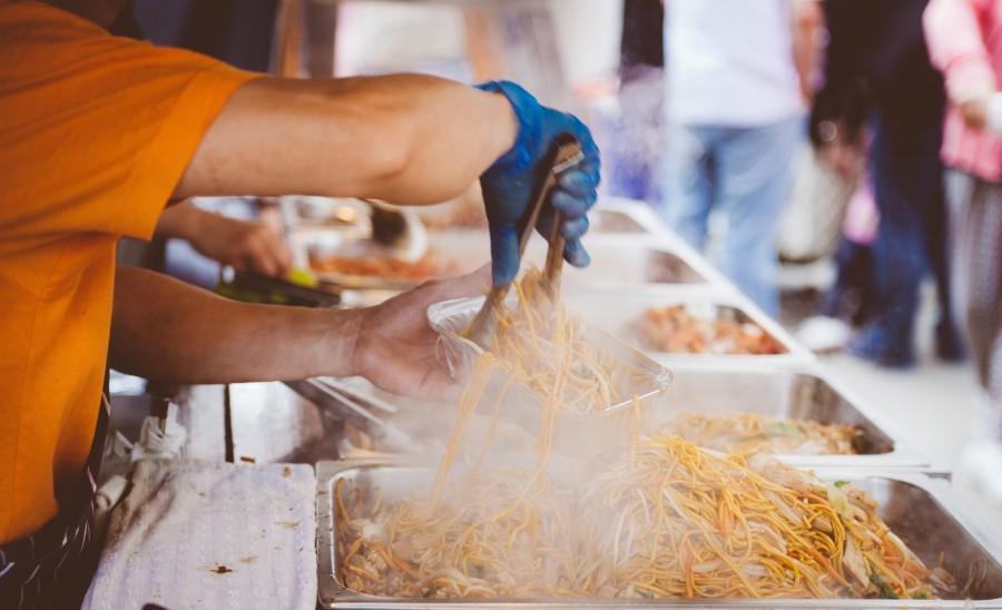 fideos, comercio, comida rapida, caliente, sirviendo, servir, guante, trabajador, hombre, comida,