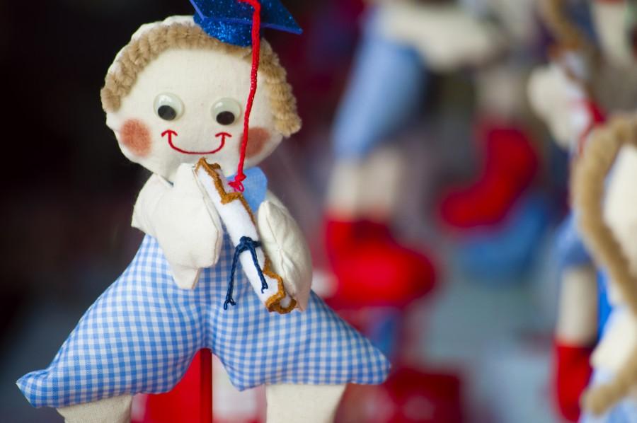 aire libre, color, dia, enfoque en primer plano, fotografia, juguete, niños, egresados, muñeco, niñez, representacion humana, naturaleza muerta, colores, souvenir, muñeco de trapo, muñeca de trapo, pequeño, infancia