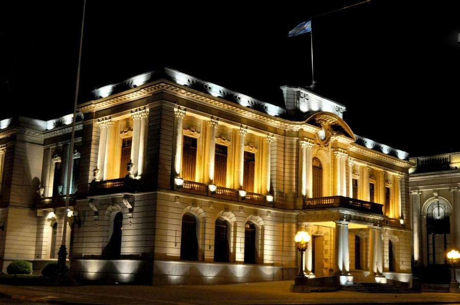 Tandil, Buenos Aires, Argentina, Noche, Plaza, Municipalidad, Edificio,