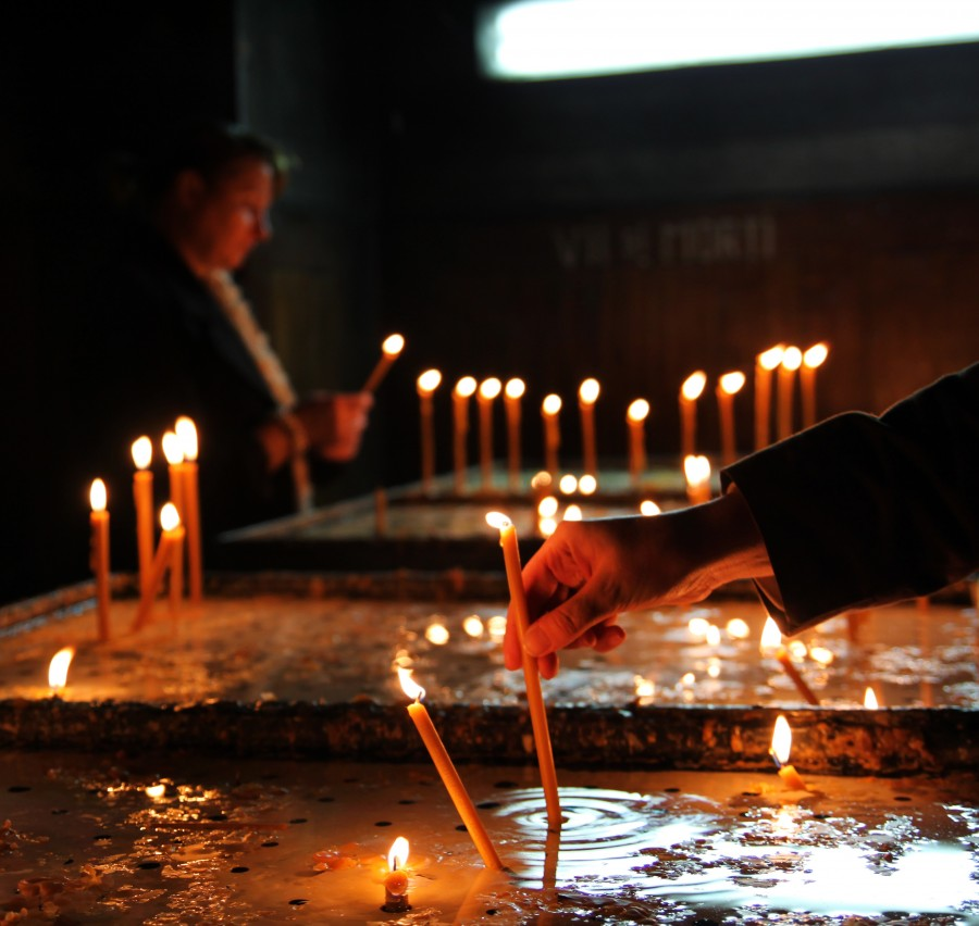 vela, velas, religion, interior, luz, fuego, pedir, plegaria, rezo, rezar, espiritual, concepto, gente, encender,