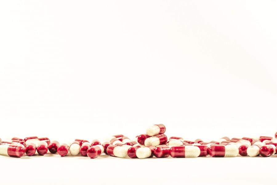 pastilla, pastillas, pildoras, pildora, medicamento, medicina, fondo  blanco, adiccion,  salud, industria, quimico,