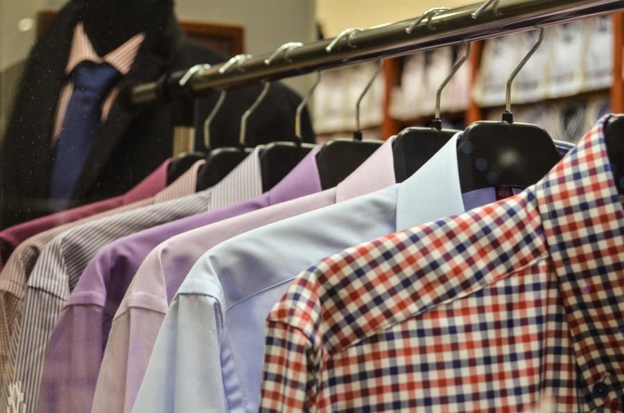 perchero, ropa, traje, trajes, vestimenta, interior, negocio, comercio, industria, shopping, comprar, camisa, camisas, moda,