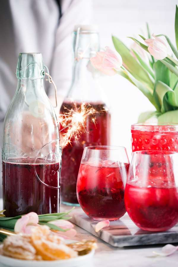 cocktail, bebida, frio, frutal, fruta, frutilla, rojo, vasos, botella, vidrio, color, fresco, frescura, sangria, vino,