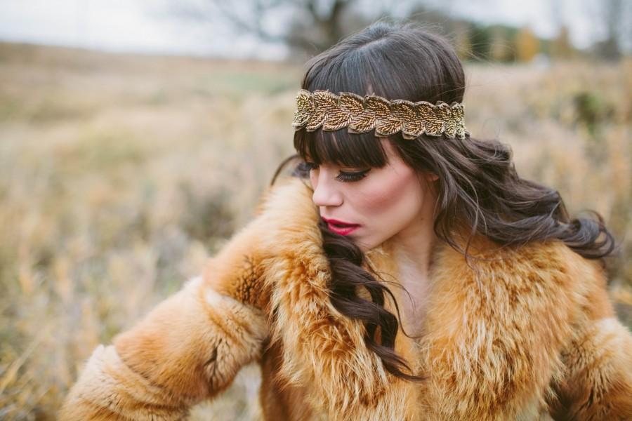 una persona, gente, mujer, joven, 20 años, 30 años, moda, tapado, vintage, piel, exterior, produccion, modelo, belleza, morocha,