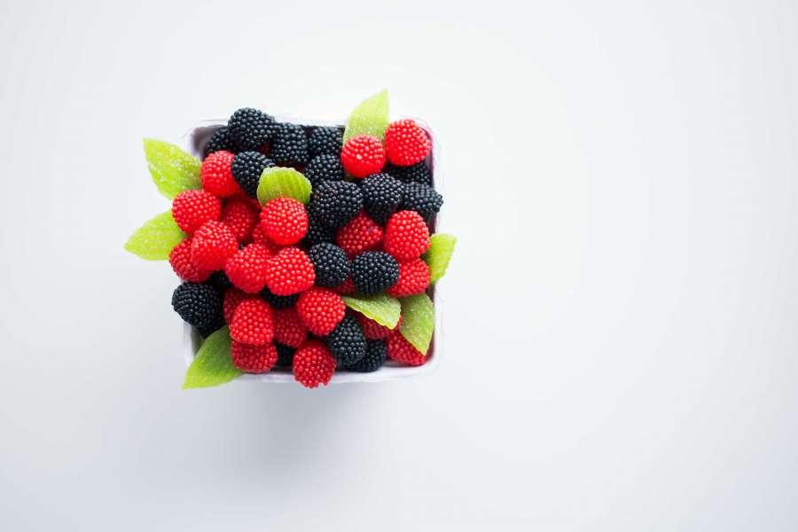 frambuesa, frambuesas, mora, bayas, color, rojo, negro, fruta, frutal, caja, comida, llevar, fondo blanco,