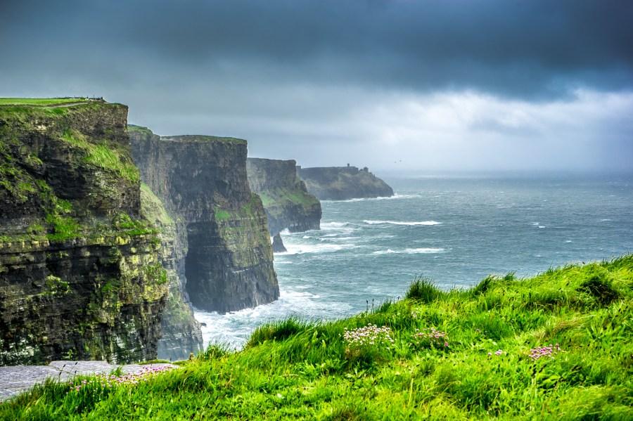 acantilado, acantilados, nubes, Cornualles, extremo, europa, hierba, verde, tierras, paisaje, montaña, foto, fotografía, rocas, mar, cielo, invierno, viaje, Irlanda, Tormenta,piso,