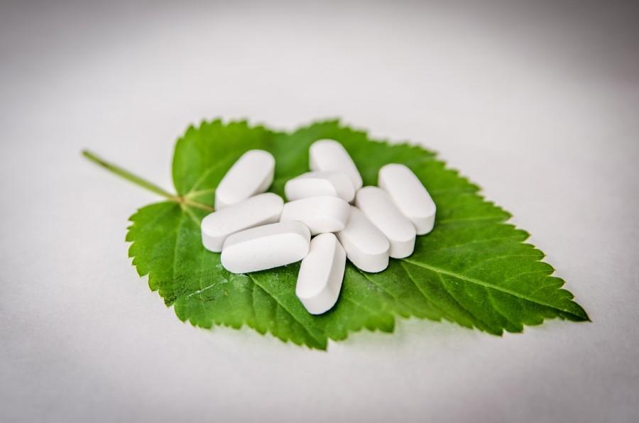 pastilla, pastillas, pildoras, pildora, medicamento, medicina, fondo  blanco, adiccion,  salud, industria, quimico, hoja, natural, homeopatia, homeopatico, naturista,