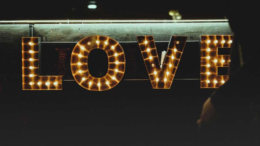 cartel, letrero, noche, luz, luces, amor, bar,