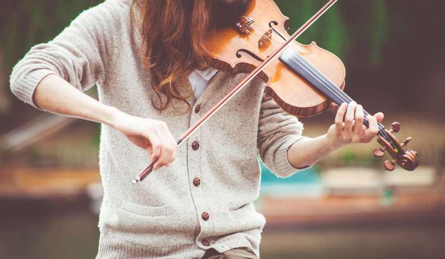 una persona, gente, mujer, tocar, tocando, violin, instrumento, musica, arte,