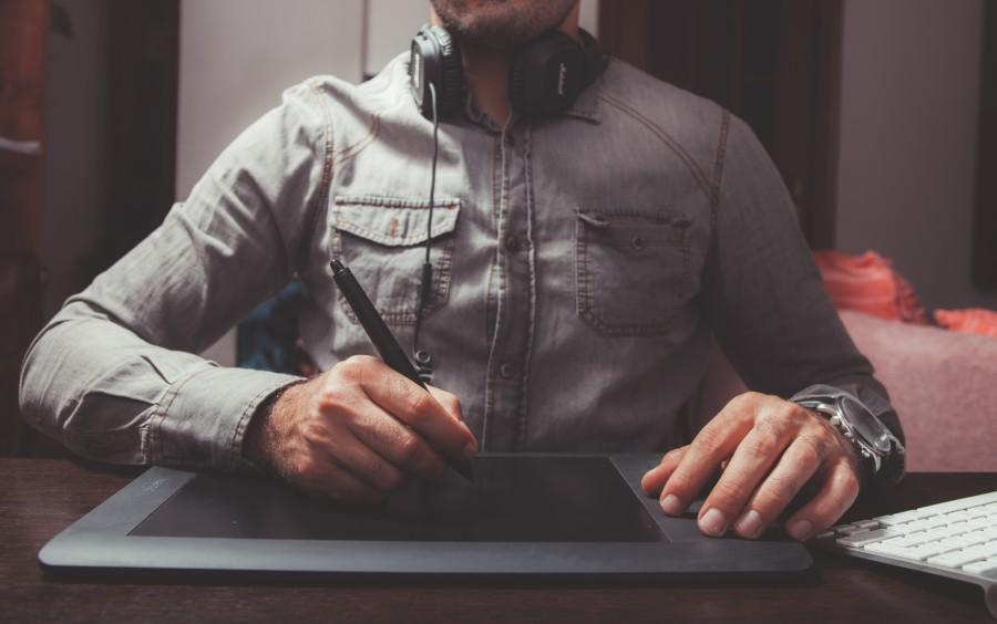 una persona, gente, hombre, tableta, tablet, tecnologia, diseo, disear, moda, lapiz, touch, dibujo, dibujar, actividad, trabajo,
