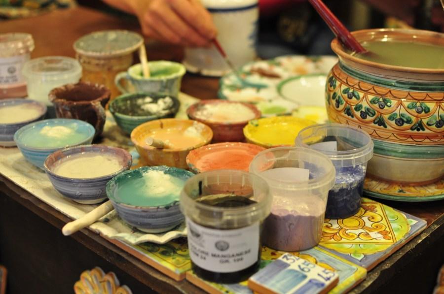 pintura, pinturas, pintar, arte, decoracion, ceramica, pincel, una persona, artesania, oficio, profesion, hobby, tintura, tinturas, esmalte, esmaltes, color, colores, paleta,