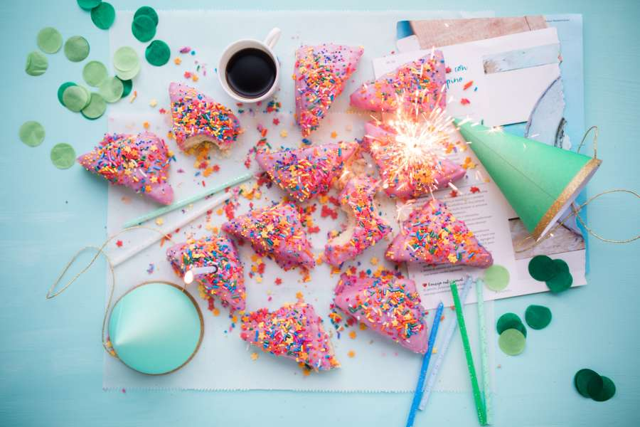 torta, pastel, festejo, cumpleaños, celebracion, comida, dulce, cafe, taza, nadie,
