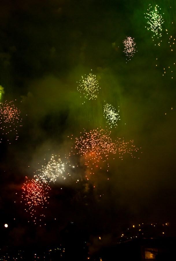fuego, fuegos, artificial, artificiales, celebracion, celebrar, Festejo, Noche, color, colores, festejo, comienzo, feliz año, feliz año nuevo, año nuevo, feliz 2017, 2017