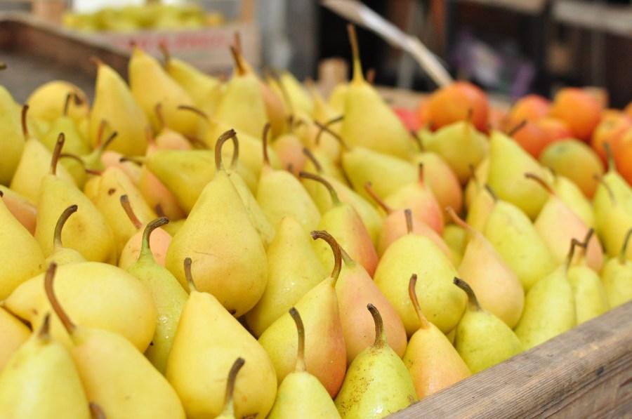 comercio, venta, verduleria, pera, peras, fruta, frutas, fondo, naturaleza, saludable, fresco, frescura, cajon, mucho, muchos,