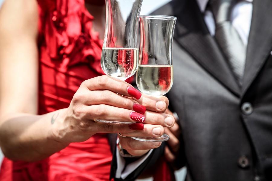 Brindis, copa, copas, casamiento, boda, festejo, amor, champagne, novios, pareja, joven, rojo, elegante,