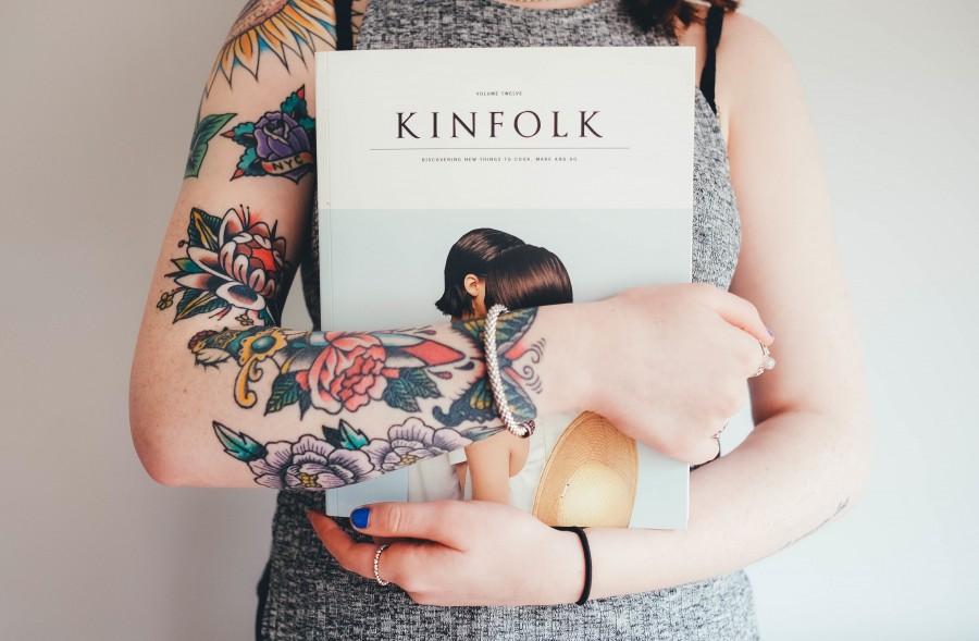 mujer, tatuajes, tatuajes de la flor, libro, manos, mujeres, armas, la moda, niña, cuerpo, la piel, tatuaje, permanente, caucásica , fotos gratis,  imágenes gratis, femenina, joven, mujer, chica