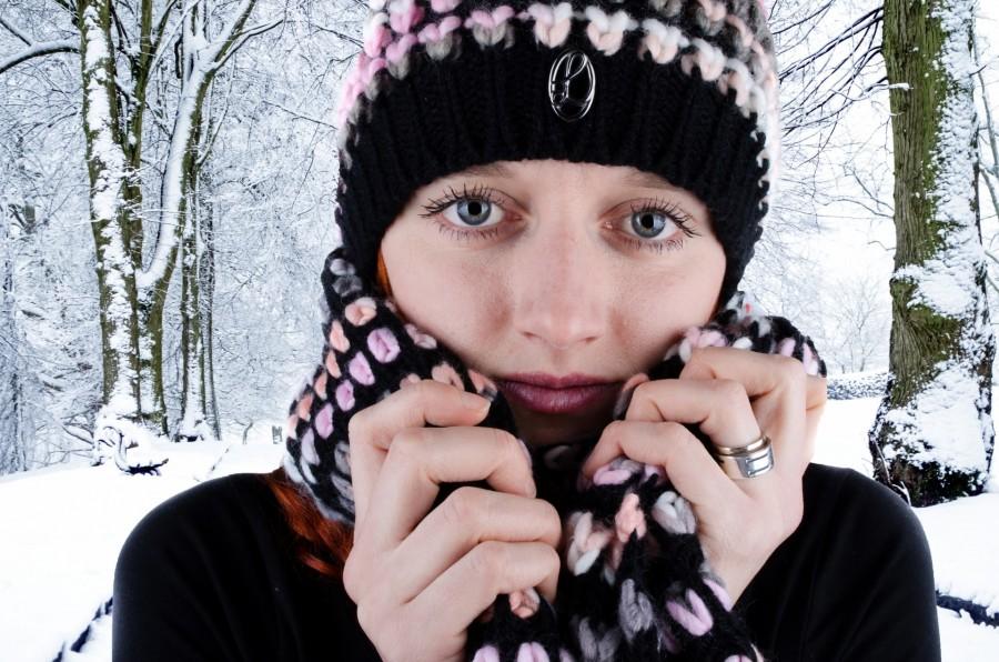 mujer, joven, invierno, frio, 20 años, mirada, mirando a camara, primer plano, bosque, nieve,