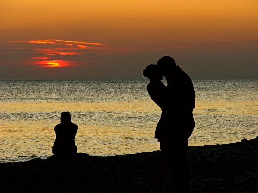 pareja, amor, atardecer, dia, silueta, sombra, aire libre, mar, costa, playa, naturaleza, exterior, gente, dos personas, romance, romantico,
