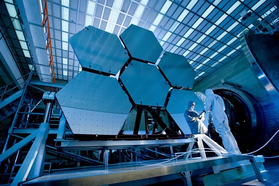 telescopio, espacial, tecnologia, comunicacion, visual, espacio, observar, espejo, ciencia, cientifico, una persona, hombre, traje, ingeniero, ingenieria,