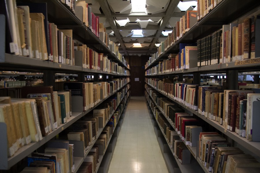 interio, pasillo, biblioteca, estudio, salon, libro, libros, conocimiento, fila, estanteria, estantes, universidad, colegio, educacion,