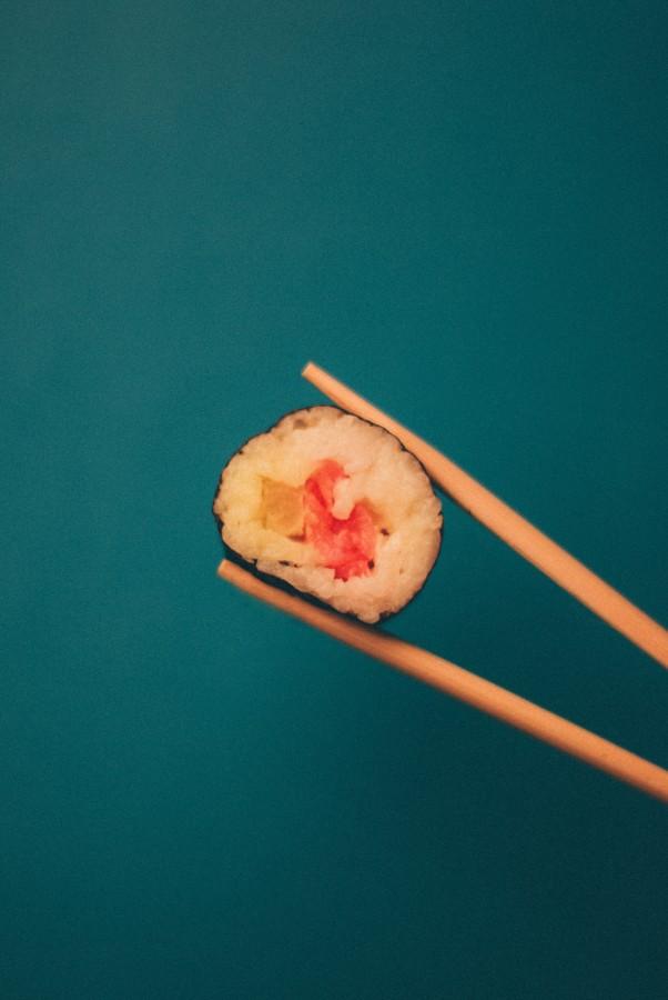 comida, sushi, plato, gourmet, pescado, alimento, japones, japon, oriental, nori, popular, almuerzo, cena, comida marina, arroz, sashimi, americano, asia, maki, salmon, palillos