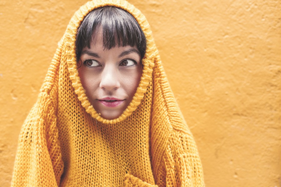 amarillo,mujer,swater,ropa,abrigo,concepto, una persona,joven,20 años, belleza, pared, pintura, colorido, fondo, lana