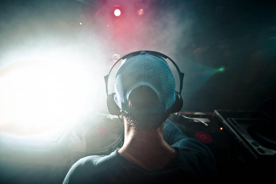 club, noche, disco, una persona, gente, hombre, cool, moda, dj, musica, gorra, concepto,
