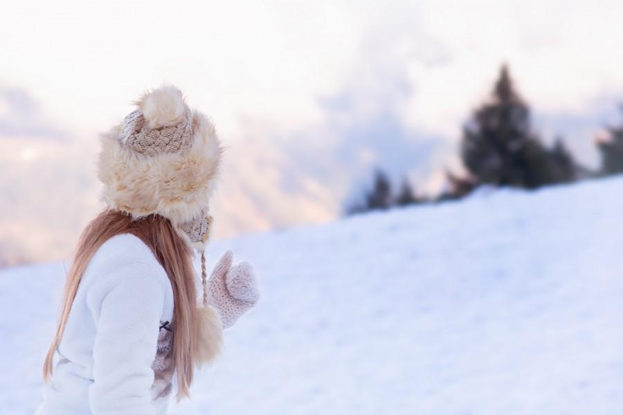 niña, joven, 10 años, gorro, frio, invierno, nieve, aire libre, exterior, paisje, guantes, lana,