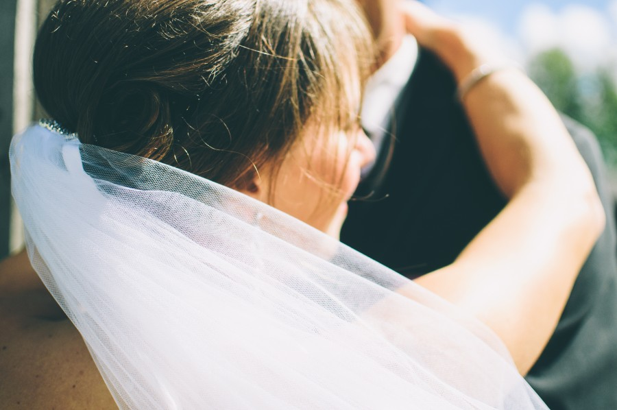 boda, amor, pareja, casamiento, novia, velo, blanco, tela, sonrisa, alegria, festejo, celebracion, novios, pareja,