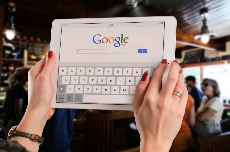 mujer, manos, tecnologia, internet, buscador, google, primer plano, tablet, ipad,