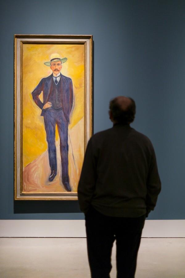 una persona, gente, hombre, museo, mirar, arte, cuadro, observar, cuadro, galeria,