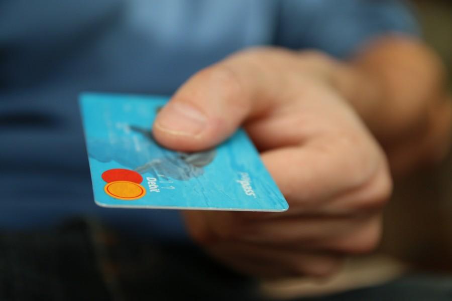 negocio, negocios, comercio, pago, hombre, mano, tarjeta, tarjeta de credito, credito, pagar, comprar, venta, compra, finanzas, financiero, medio de pago,