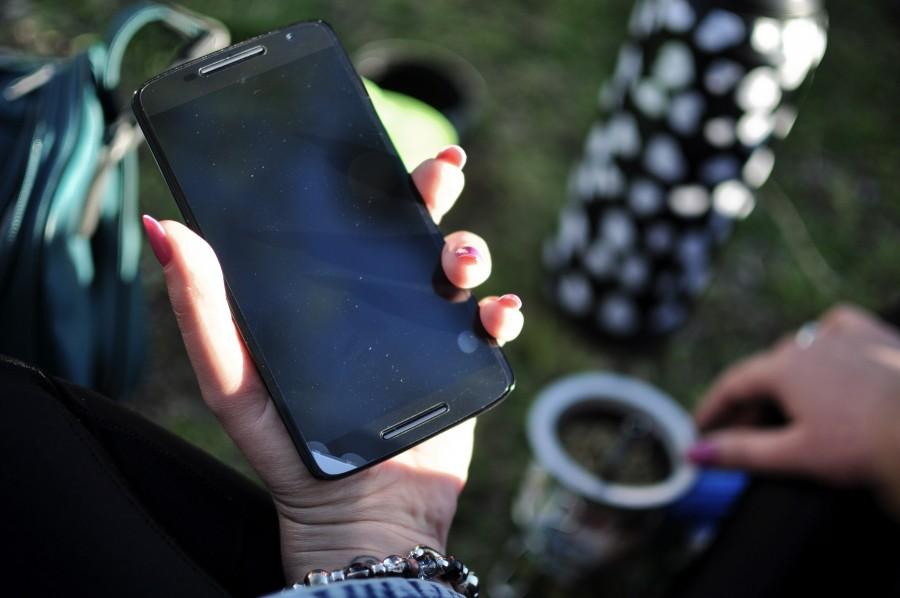 Celular, smarthpone, manos de mujer, aire libre, móvil, mate, uñas, mujer, tecnología