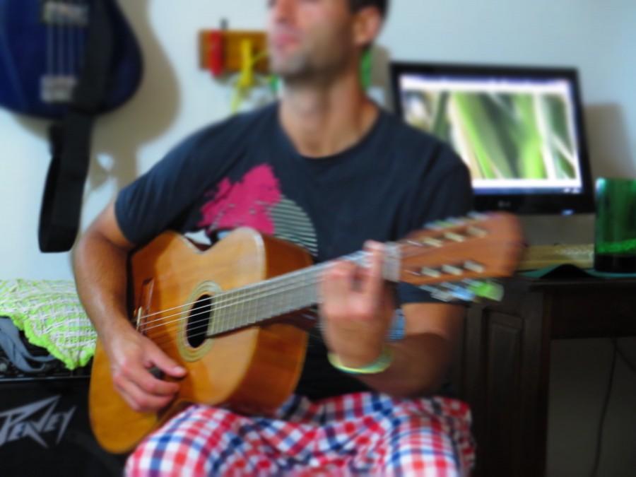 hombre, guitarra, musica, tocando, joven, 20 años, interior, actividad, acustico,