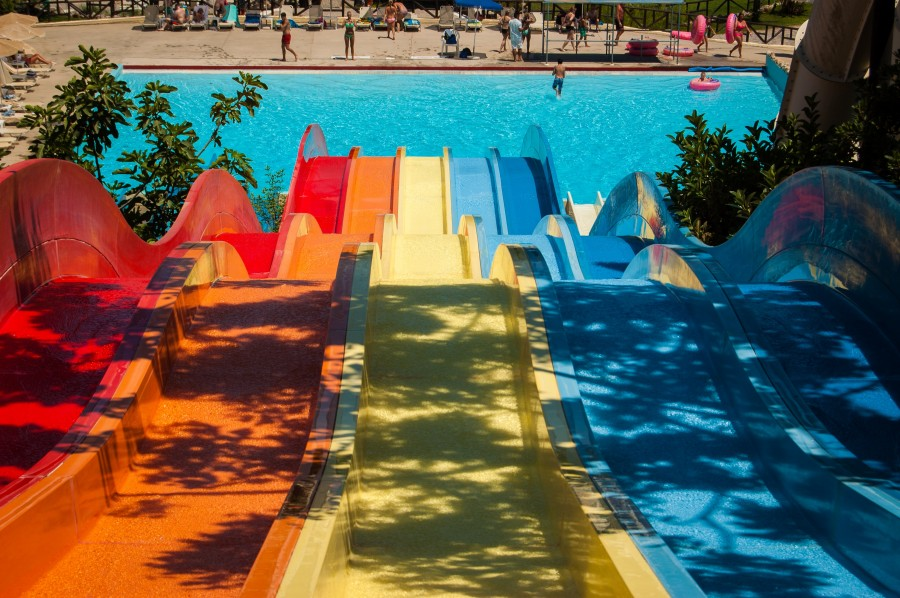 parque acuatico, tobogan, diversion, agua, piscina, pileta, colorido, verano, aventura, parque de diversiones,