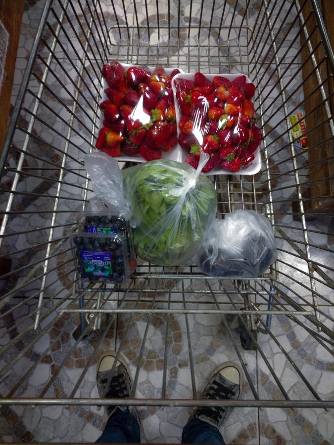 compra, verduleria, verduras, frutas, alimentos, vegetales, comida sana, chango, carrito, bolsas, arándanos, frutillas, lechuga, variedad, desintoxicación