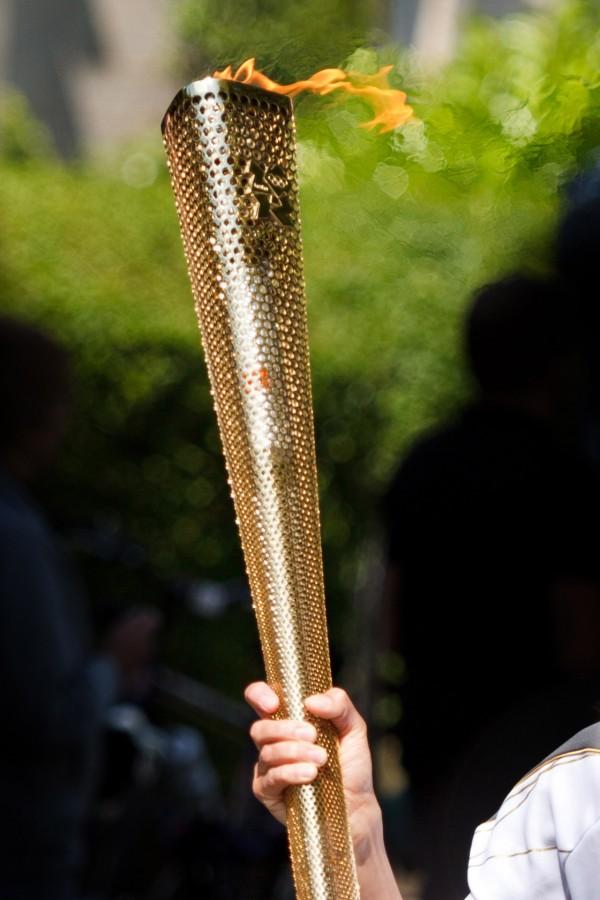 antorcha olimpica, olimpiadas, antorcha, fuego, juegos olimpicos, deporte, simbolo, concepto, dorado, sostener,