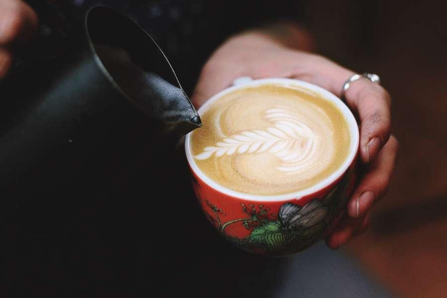 cafe, taza, hoja, arte, primer plano, caliente, bebida, sostener, una persona, servir, bar,