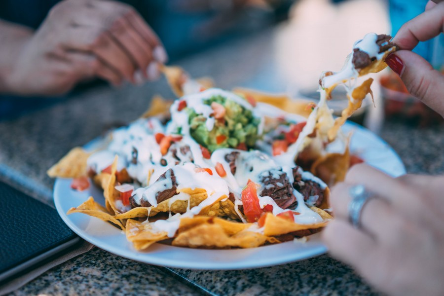 dos personas, pareja, comida, mexico, comida mexicana, nachos, guacamole