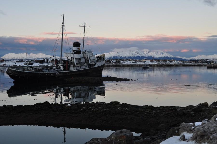 barco, atardecer, patagonia, sur, argentina, paisaje, invernal, invierno, frío, lago