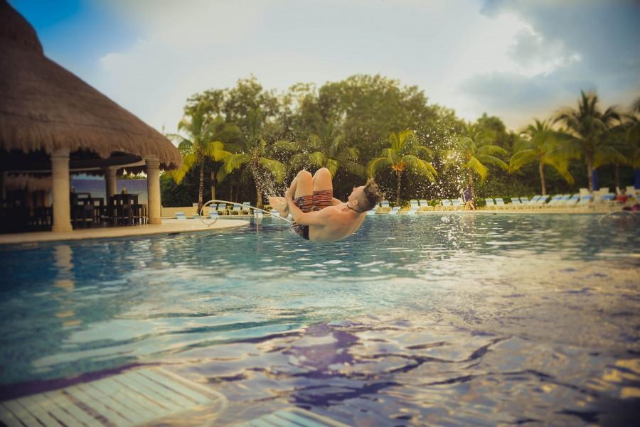 Familia, Moda, vacaciones, verano, viaje, agua, azul, muchacho, fresco, emocionante, voltear, voltear, diversion, alegria, salto, macho, hombre, fiesta, juguetón, piscina, recreación, pantalones cortos, voltereta, sol , natacion, piscina, troncos, vacaciones, joven,