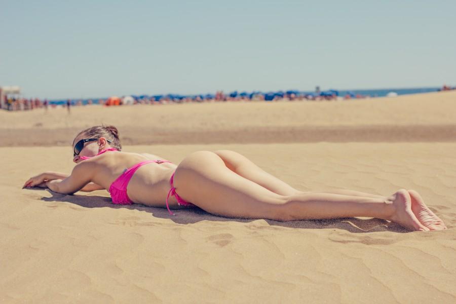 una persona, mujer, 20 años, 30 años, playa, verano, bronceado, tomando sol, arena, mar, vacaciones, relax, sexy, sensual, belleza,