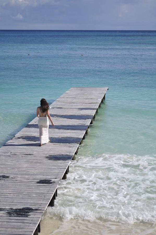 mujer, joven , falda larga, mar, playa, vacaciones, paraiso, destino paradisiaco, paisaje, muelle, caminando, femenina, agua, cielo, vista, relax, viajes, mexico, cancún, riveira maya