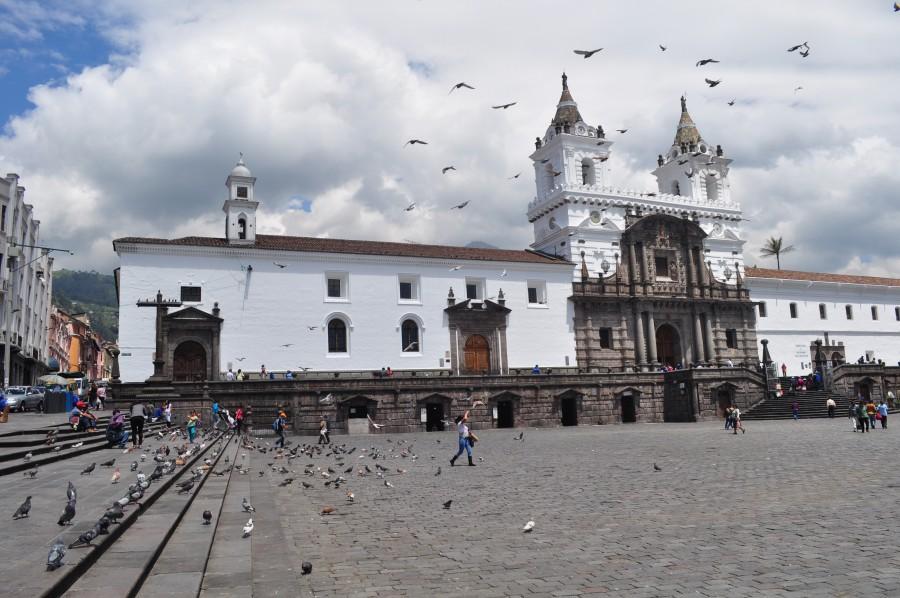 quito, ecuador, ciudad, america, latino, latina, edificio, iglesia, valle, palomas, aves, religion, dia, colonial, antiguo,