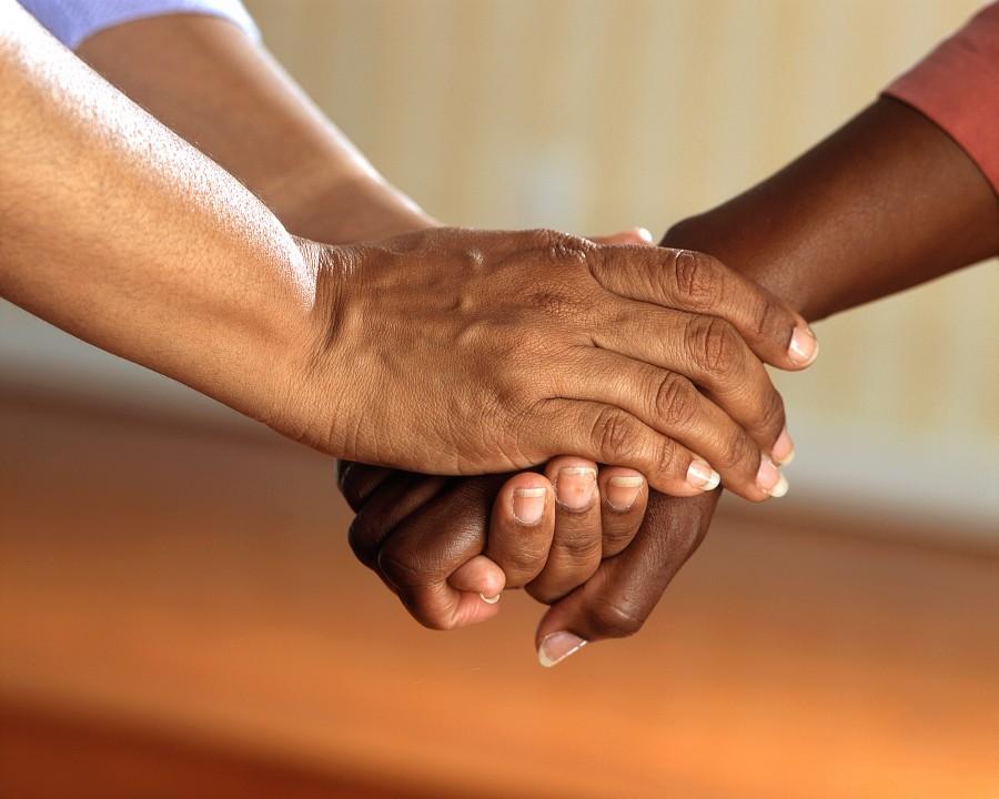 manos, uñas, mujeres,amistad, amigas, aprreton de manos, conexion, contacto, manos unidas, union, adultos, comunicacion, personas