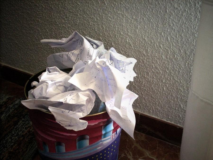cesto de basura, papel, basura, interior, estudio, estudiar, educacion, cansado, frustacion,