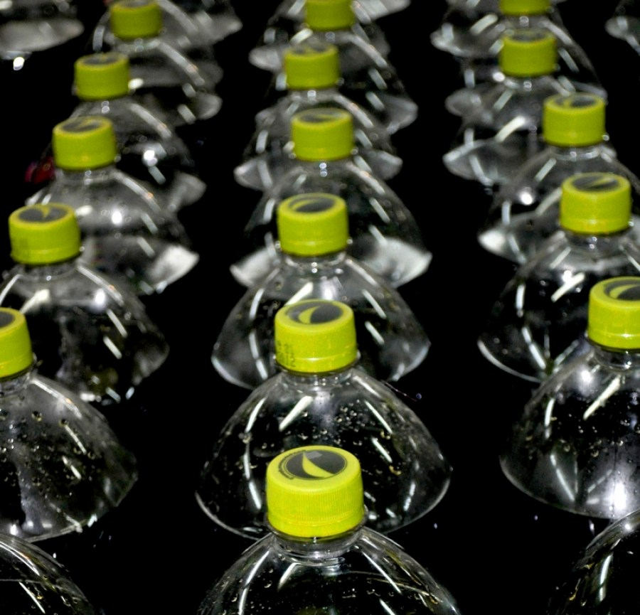 botella, botellas, prudccion, industria, bebida, bebidas, comercio, blanco y negro, cola, gaseosa,