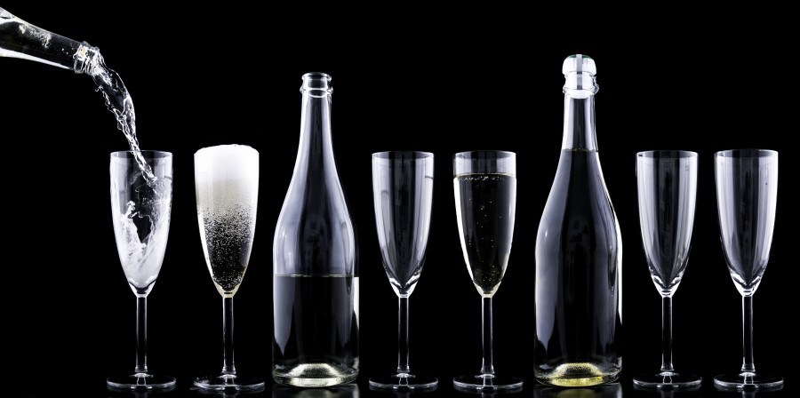 Champagne, copas, botella, fondo negro, servir, bebida, espuma, espumante, nadie, bar, fiesta, bebida alcoholica, trago, cocktail,
